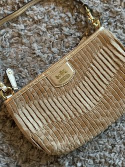 Gold coach hand bag. for Sale in Fort Lauderdale,  FL