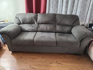 8 ft Couch for Sale in Grand Island, NY