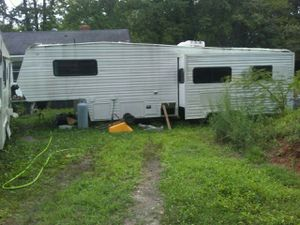 1999 Coachman 35 FEET 5th Wheel Camper With Slide Out-$2600(Taylors Greer South Carolina) for Sale in Taylors, SC