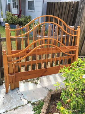 Beautiful Vintage Dowel Bedframe for Sale in St. Petersburg, FL