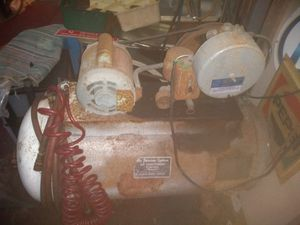 Johnson compressor it's a collectible works great for Sale in Tampa, FL