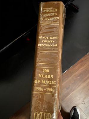 Libro de colección 100años de magia de Disney for Sale in Dallas, TX