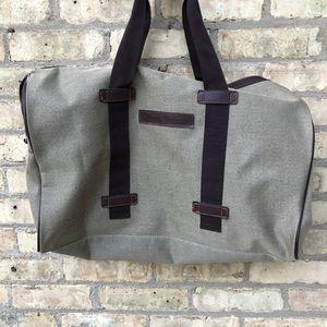 TOMMY BAHAMA DUFFLE BAG for Sale in Winnetka, IL
