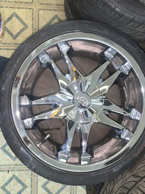 18 inch chrome rims universal 5 lung holes for Sale in Ocoee, FL