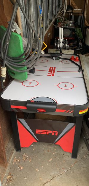 ESPN Air Hockey Table, good condition but broken scoreboard (still keeps score, just broke off the sides) for Sale in Maywood, IL
