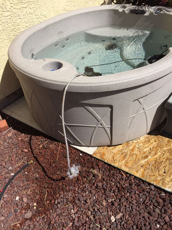Hot tub spa round approximately 1 year old