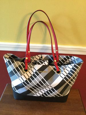 Like new Calvin tote bag purse for Sale in Strongsville, OH
