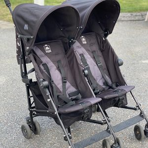 MacLaren Triumph Double stroller for Sale in Arlington, MA