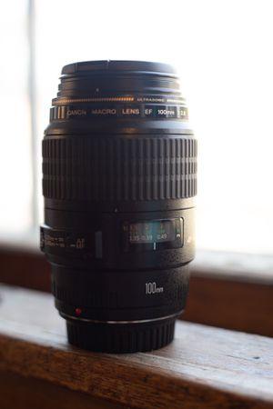 Canon EF 100mm f/2.8L macro lens for Sale in Riverside, IL