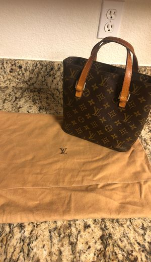 *AUTHENTIC* Louis Vuitton purse with dust bag for Sale in Scottsdale, AZ
