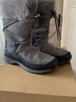 New Ugg Snow Boots Womens Size 9 for Sale in Cherry Hill,  NJ