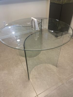 Round glass kitchen table for Sale in Boca Raton, FL