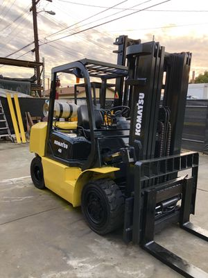 Komatsu Forklift 8000 pound capacity 3 stage with side shift for Sale in Fullerton, CA
