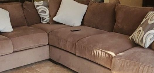 $800 OBO, 2 piece Sectional Brown Sofa for Sale in Las Vegas,  NV