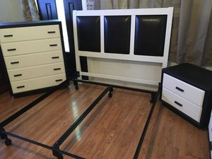 Beautiful white and black bedroom set! for Sale in Pomona, CA