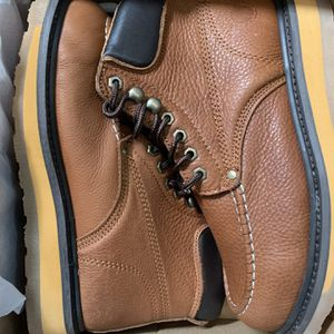 Oil & Slip Resistant Work Boots Size 7-7.5 for Sale in Downey, CA
