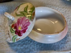 Absolutely Beautiful Hand-Painted Lidded Trinket Dish for Sale in San Antonio, TX