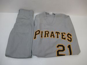 Roberto Clemente Youth Baseball Pittsburgh Pirates uniform for Sale in Madison Heights, VA