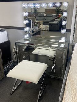 Hollywood Vanity for Sale in Fresno,  CA