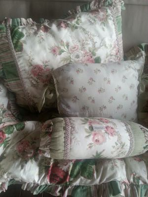 Waverly queen comforter, shams. Also matching drapes and dust ruffle. Couple throw pillows. for Sale in Show Low, AZ