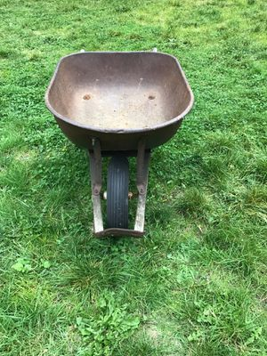 Heavy Duty Large Capacity Wheel Barrel for moving rocks, sand, soil. Mix, move and pour concrete. Knobby tread no slip. $40 for Sale in Covington, WA