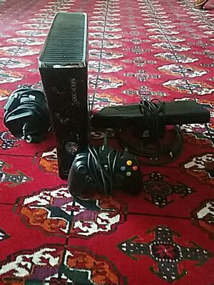 XBOX 360 Slim Black With Kinect and Rechargeable Controller for Sale in Manassas, VA