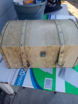 Baul chico for Sale in Long Beach, CA