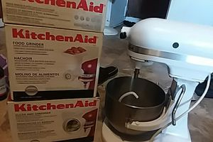 KitchenAid Mixer with attachments for Sale in Jonesboro, AR