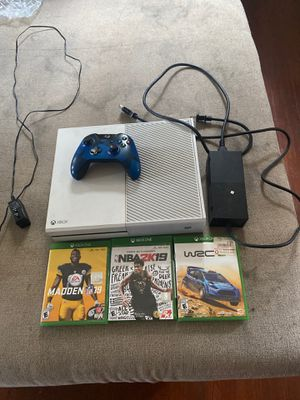 Xbox one console with 4 games (including 2K20) with controller for Sale in Philadelphia, PA