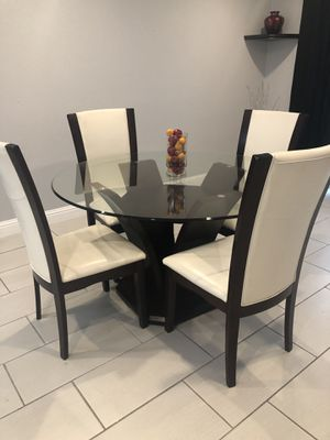 Dining table with 4 Chairs for Sale in Richmond, CA