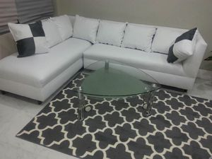 Modern White sectional sofa couch ALL NEW in the box for Sale in Hialeah, FL
