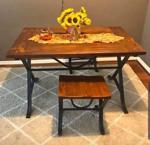 Kitchen table and 2 stools for Sale in Tampa, FL