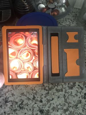 Amazon Kindle with case pretty much brand new used a few times!! for Sale in Pompano Beach, FL
