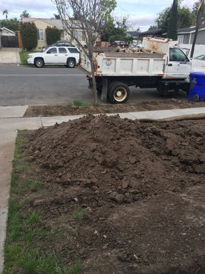 Free fill dirt- bobcat on site/can load your truck for Sale in San Diego, CA