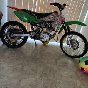 150 Cc 4 Stroke 5 Speed Manual Viper Dirt bike Have Parts Need In Hand $700 for Sale in Washington, DC