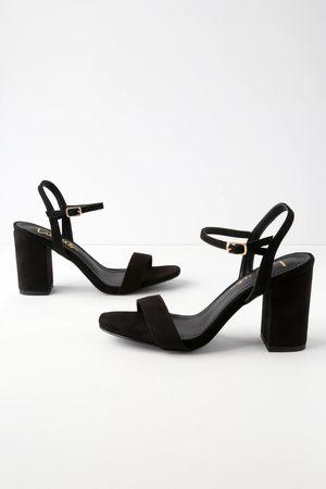 Lulus Chunky Block Heels Size 7.5 for Sale in Riverside, CA
