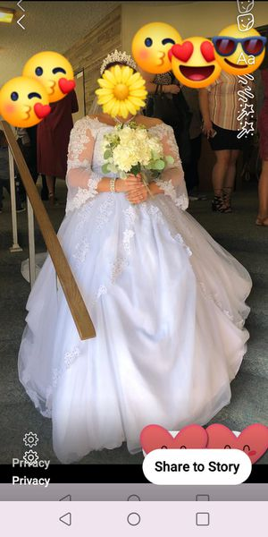 Big beautiful wedding dress size 14 - 18 for Sale in El Monte, CA
