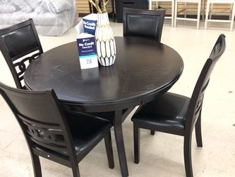 BRAND NEW DINING TABLE WITH 4 chairs for Sale in Fort Worth,  TX