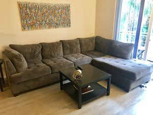 Reversible chase sectional sofa in great condition (charcoal/grey) for Sale in Miami, FL