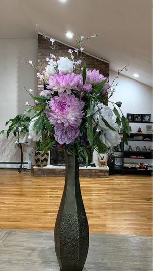 Flowers bouquet tall vase for Sale in Tewksbury, MA