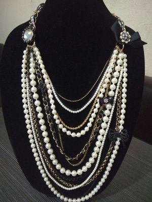 BETSEY JOHNSON NECKLACE for Sale in Corona, CA