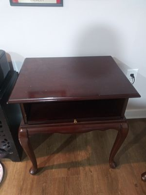 Bombay Company night end table for Sale in Gaithersburg, MD