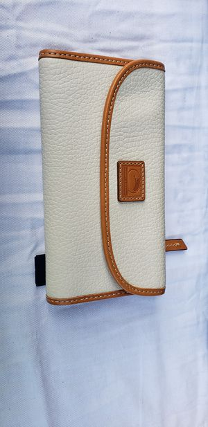 New Dooney Bourke light ivory wallet for Sale in San Jose, CA