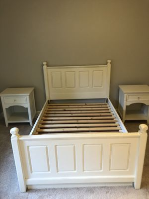4 piece White Bedroom Set for Sale in Duvall, WA