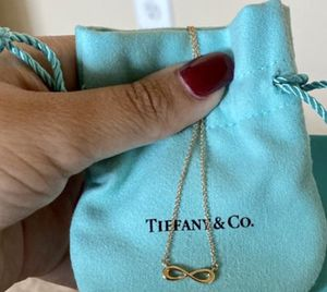 Tiffany and co 18K Gold infinity ♾ Necklace for Sale in Temple City, CA