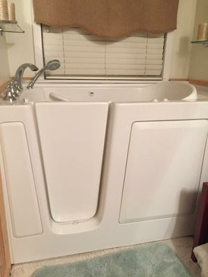Walk in tub with jets, brand new still in box. for Sale in Dublin, GA