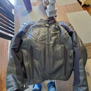 2020 ALPINESTARS GP PLUS R V2 AIRFLOW JACKET SIZE 62 for Sale in Fresno, CA