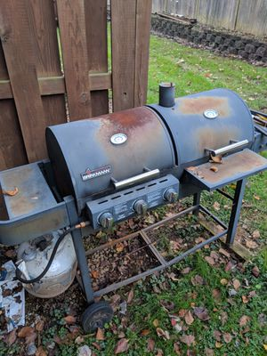 Grillworks but is beating up $10 the outside fryer uses propane the pots are old but the fryer works like new for Sale in Chantilly, VA