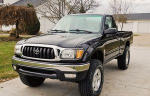 01 Toyota TACOMA - drives very smooth for Sale in Ludlow, KY
