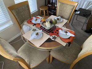 Dining table set with chairs for Sale in Orlando, FL